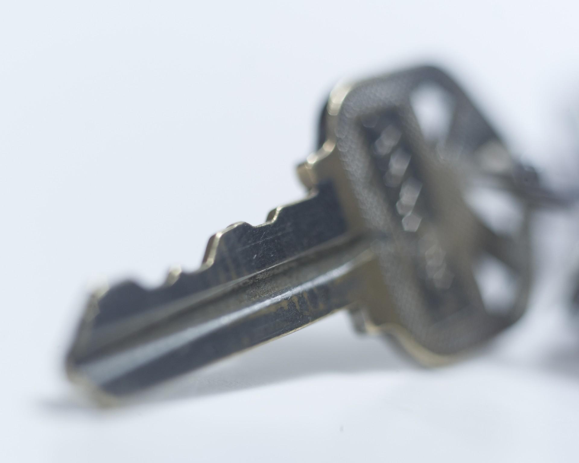 鍵を差し込んだ状態で折れてしまったときの対処法と開け方